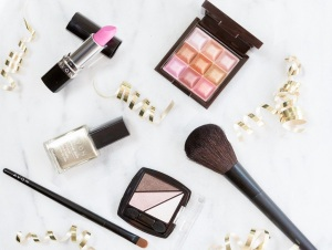 how-to-wear-sparkly-makeup-header
